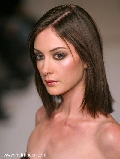 photo of hairstyle with side parting