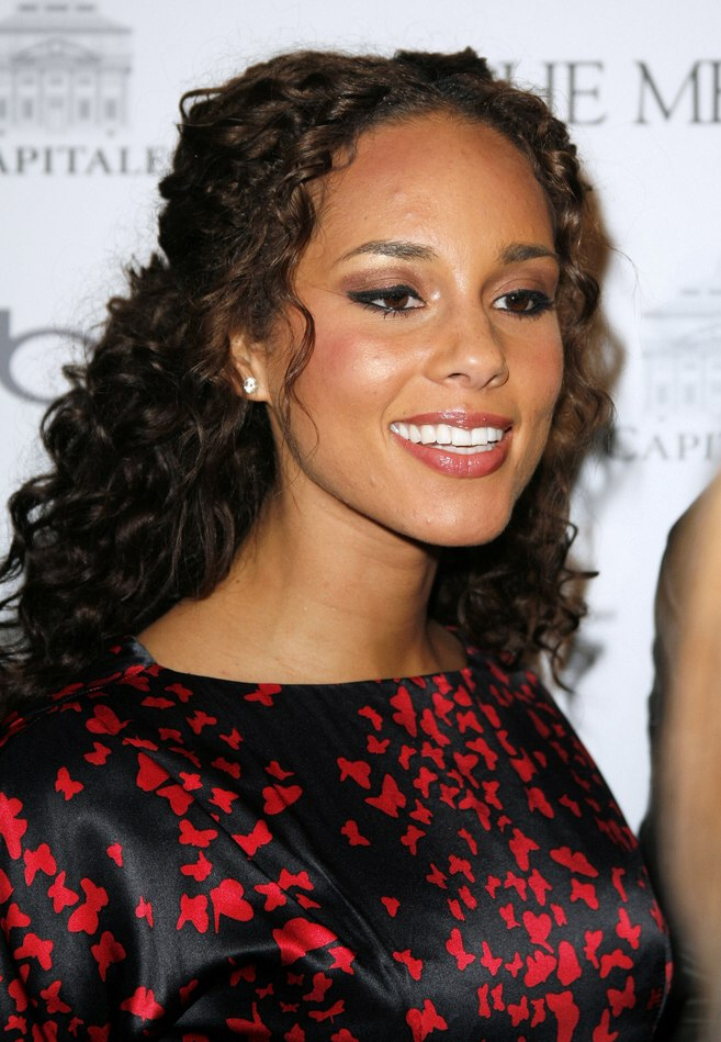 Alicia Keys Curly Long Hair Sectioned Off In The Center