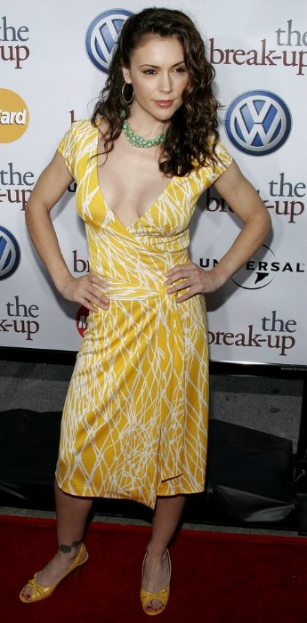 Alyssa Milano S Long Hair Styled On The Side For A Retro Look