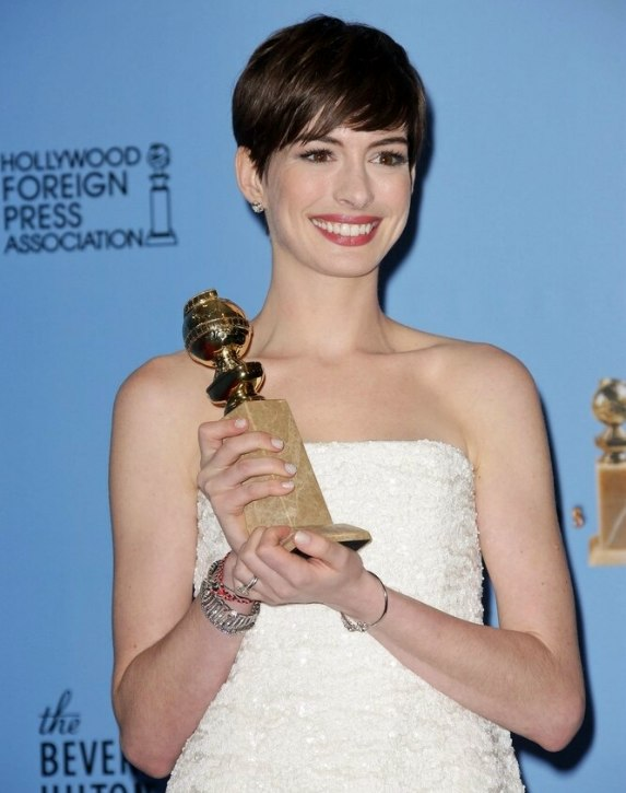 Anne Hathaways Short Pixie Cut Style With The Hair Swept To The Right