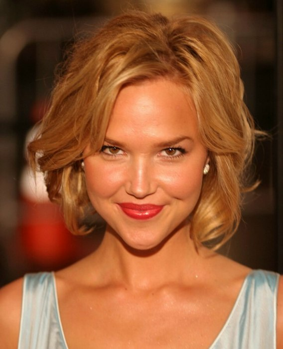 Arielle Kebbel Medium Length Hairstyle That Is Almost