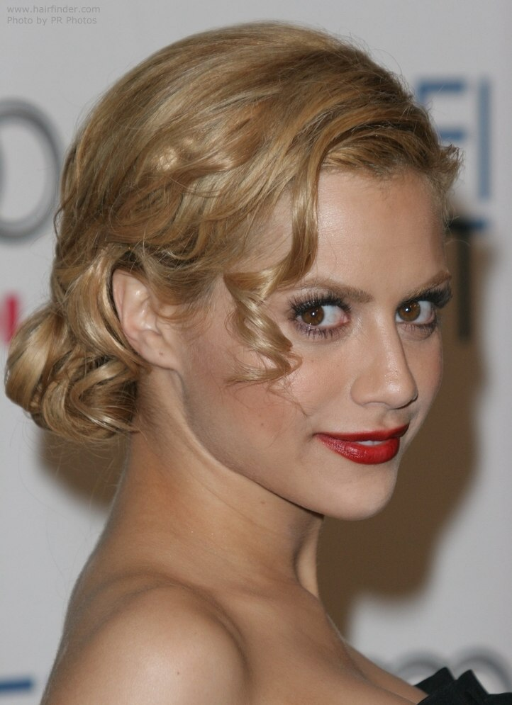 Brittany Murphy , Classic chignon hairstyle View Full Size