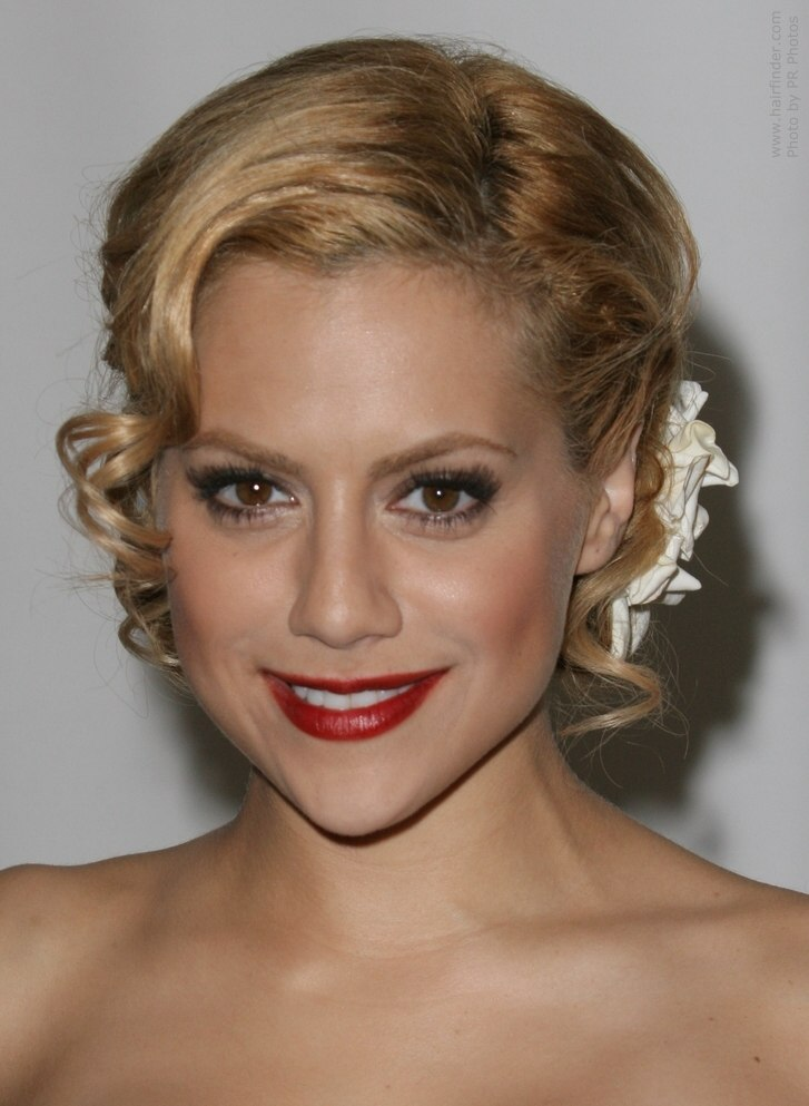 How To Create A Classic Chignon Similar To Brittany Murphy