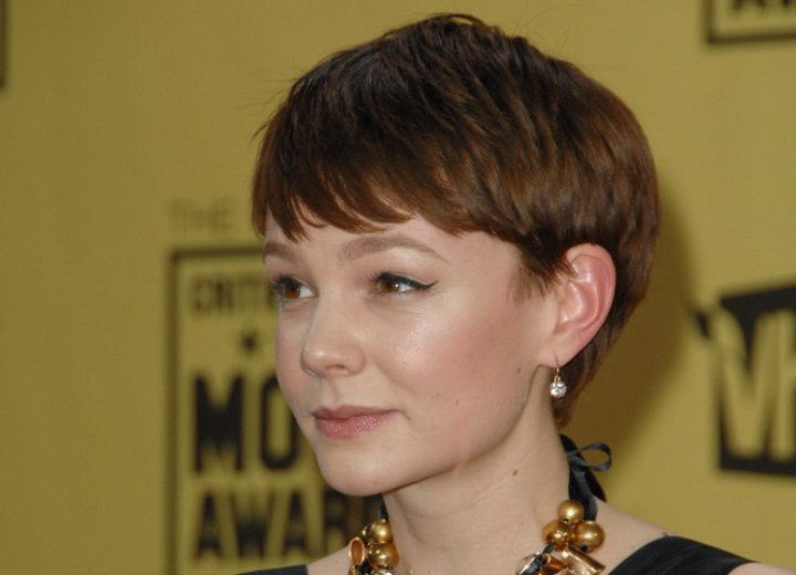 Carey Mulligan S Easy Short No Muss And No Fuss Hairstyle