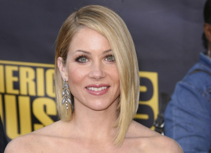 Christina Applegate Long Asymmetrical Bob That Lengthens