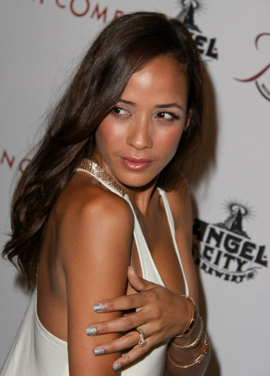 Dania Ramirez Mid Back Long Hair With Layers And Elusive