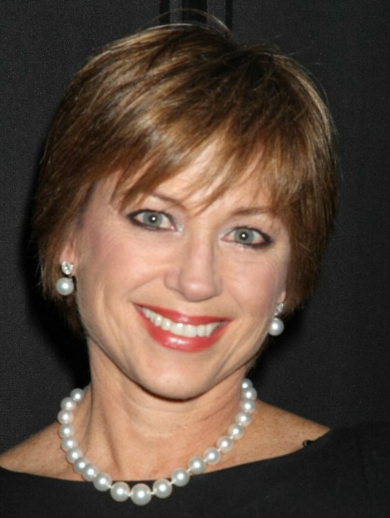Dorothy Hamill | Easy to care for hairstyle for a very busy lady
