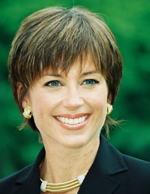 Dorothy Hamill | Carefree shag hairstyle for busy women