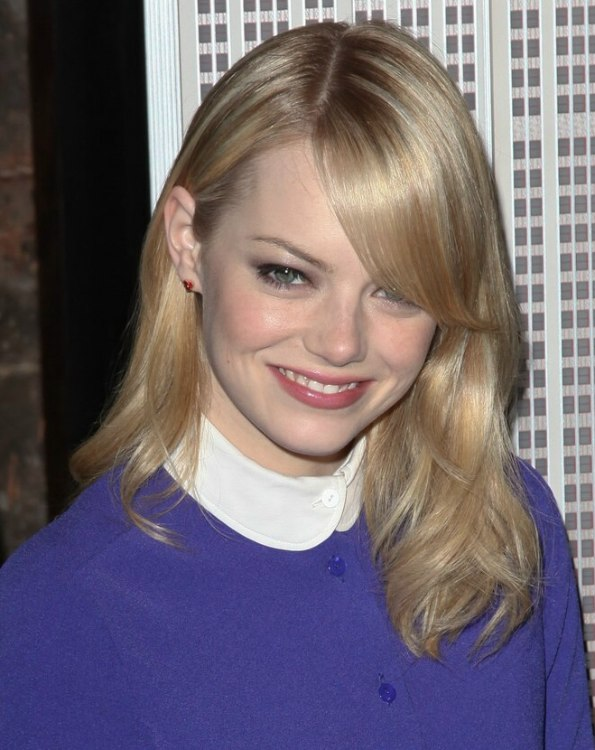 Emma Stone S Casual Long Hairstyle For A Fun Night Out