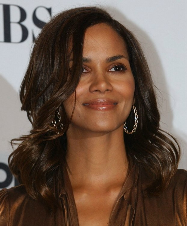 Halle Berry Wearing Her Hair Long With Waves Hairstyle