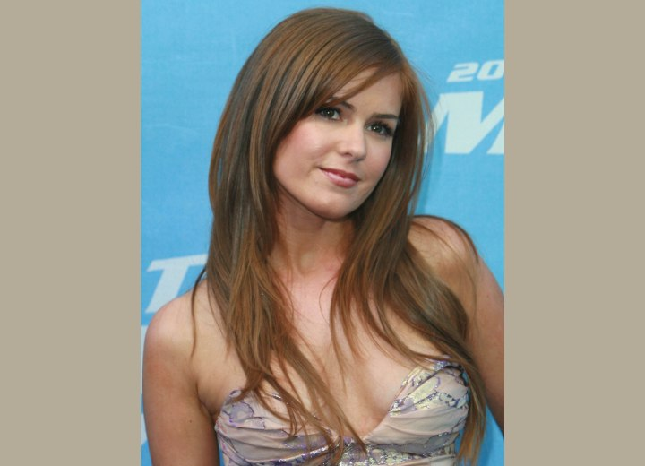 News of Famous People with Pictures and Videos : Isla Fisher