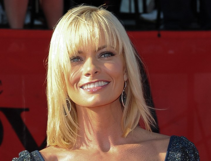 jaime pressly's medium length hairstyle for a square jaw