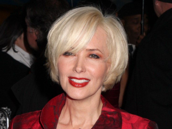 Janine Turner S Hair Cut Into A Blonde Chin Length Bob