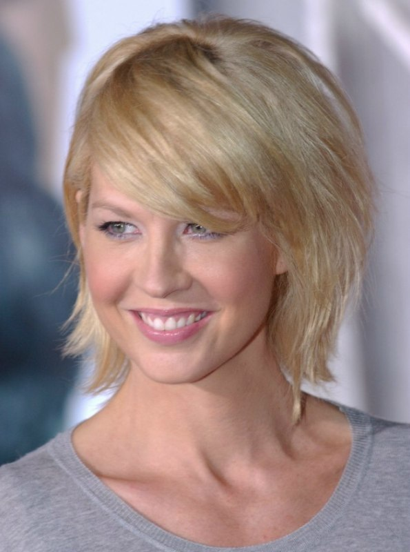 Jenna Elfman Wearing Her Hair In An Easy To Do Yourself