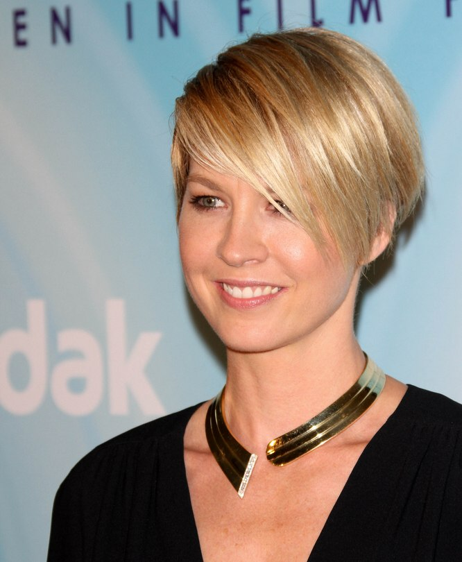 Jenna Elfmans Neat And Professional Short Haircut