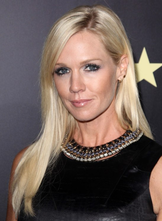 Jennie Garth At Age 40 With Long Stylish Hair Tucked