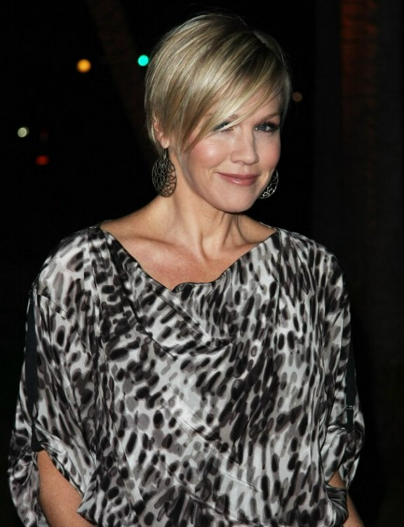 Jennie Garth's New Short Haircut With The Hair Tapered Up