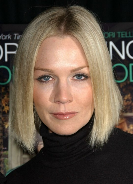 Jennie Garth S Long Angled Bob With Black Turtleneck And