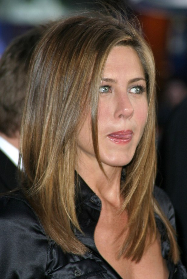 Jennifer Aniston S Hair Cut In Long Layers With Angles Along The Sides