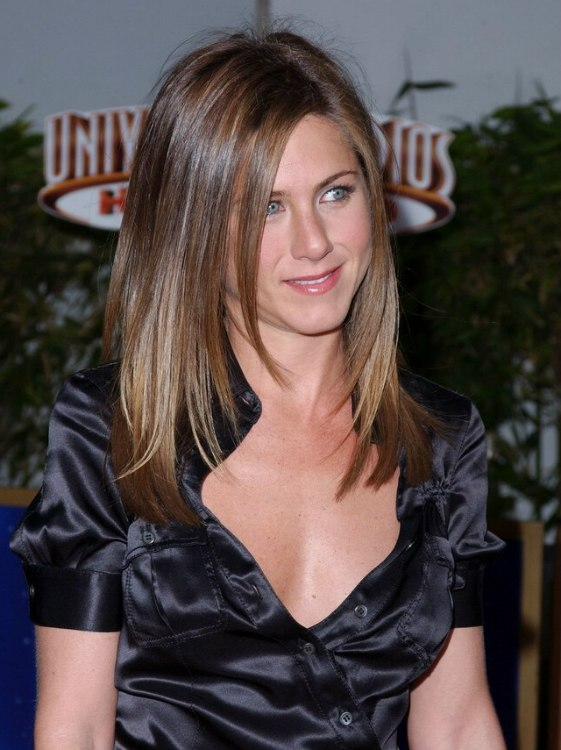 Jennifer Aniston S Hair Cut In Long Layers With Angles