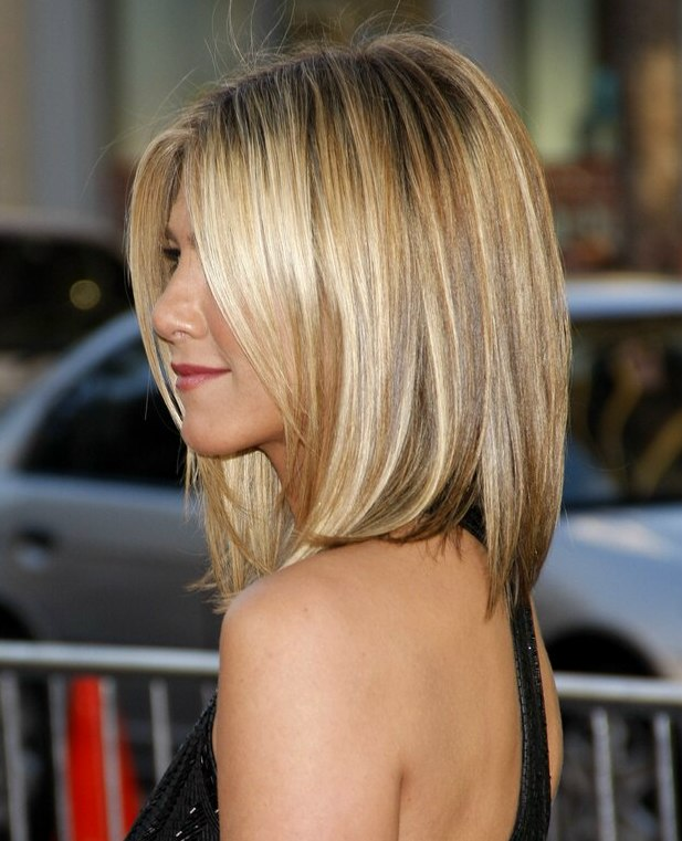 Jennifer Aniston Wearing Her Hair Short And Angled Along