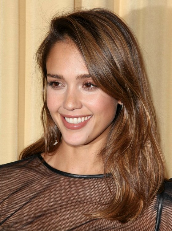 Jessica Alba Comfortable Casual Long Hairstyle With Forward