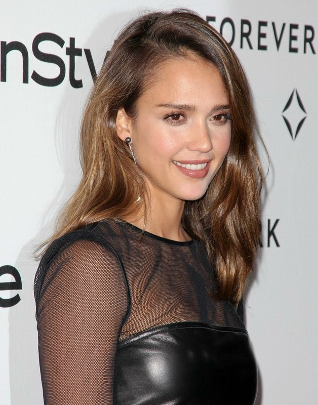 Jessica Alba | Comfortable casual long hairstyle with forward ...