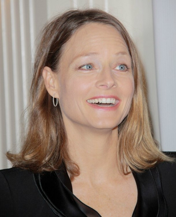 Astonishing Jodie Foster Sporting An Effortless Shoulder Length Bob Hairstyle Hairstyles For Women Draintrainus