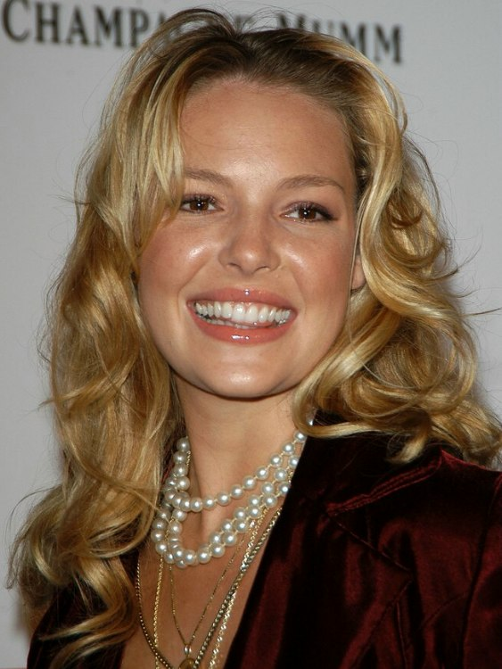 Katherine Heigl Sporting Long Hair With Large Waves