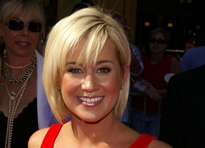 Kellie Pickler\'s easy short hair with a fringe hiding a large forehead