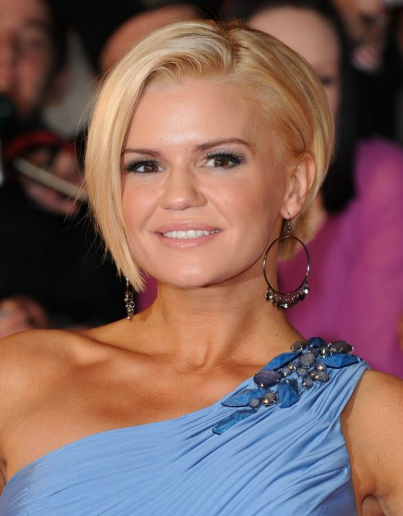 Kerry Katona S New Short Hairstyle With The Nape Cut Up Close