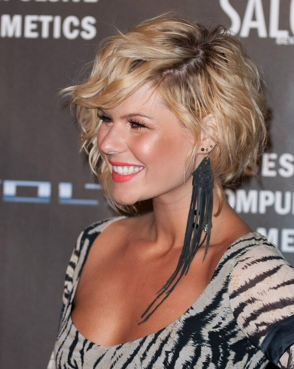 Kimberly Caldwell S Short Asymmetrical Haircut With One Side Longer