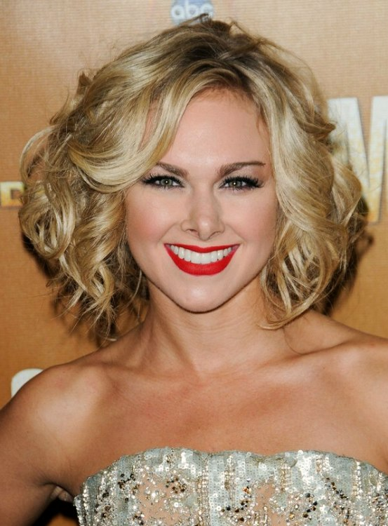 Laura Bell Bundy S Short Hair With Spiral Curls