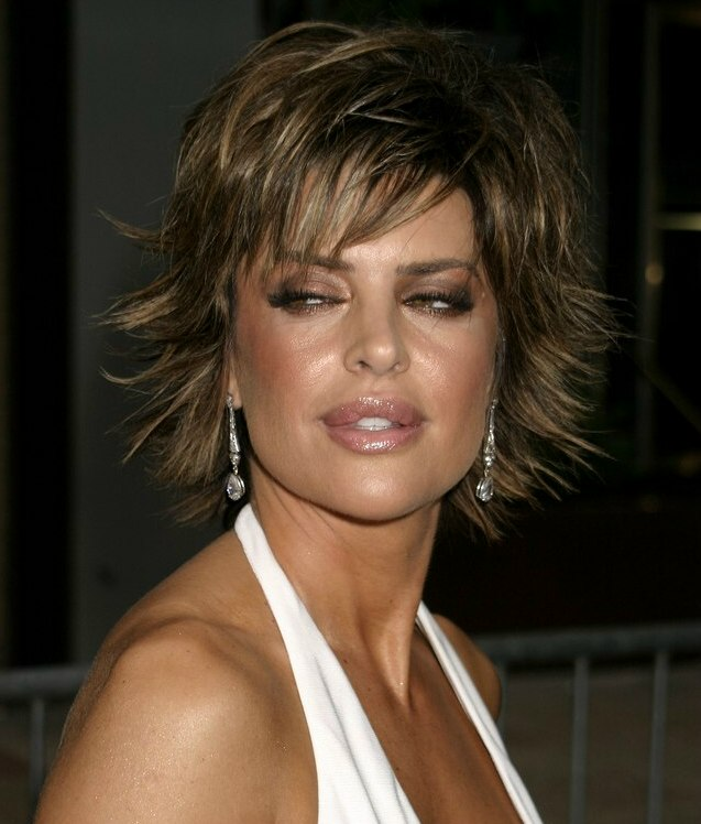 Lisa Rinna Short Chopped Haircut With The Ends Pointing In All