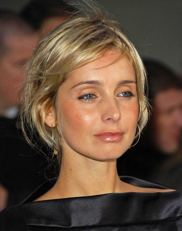 Louise Redknapp Easy Hairstyle With A Knot Between The