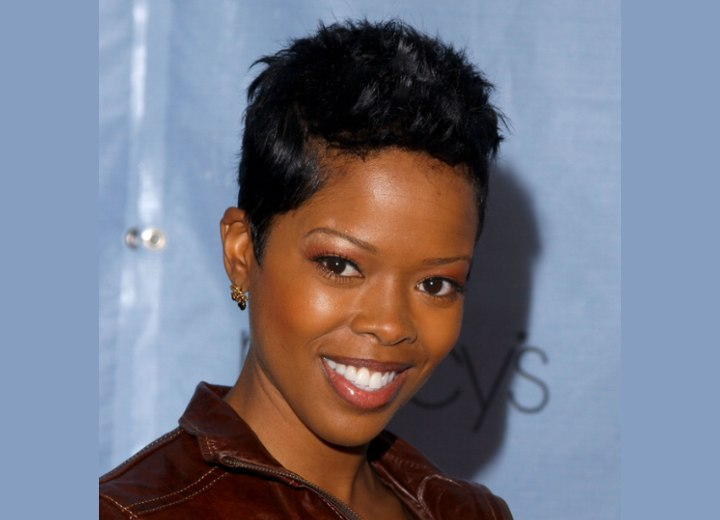 malinda williams haircut malinda williams with hair in a feminine pixie cut 1917