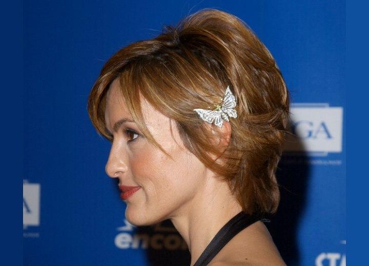 Mariska Hargitay's short hair with hair jewelry