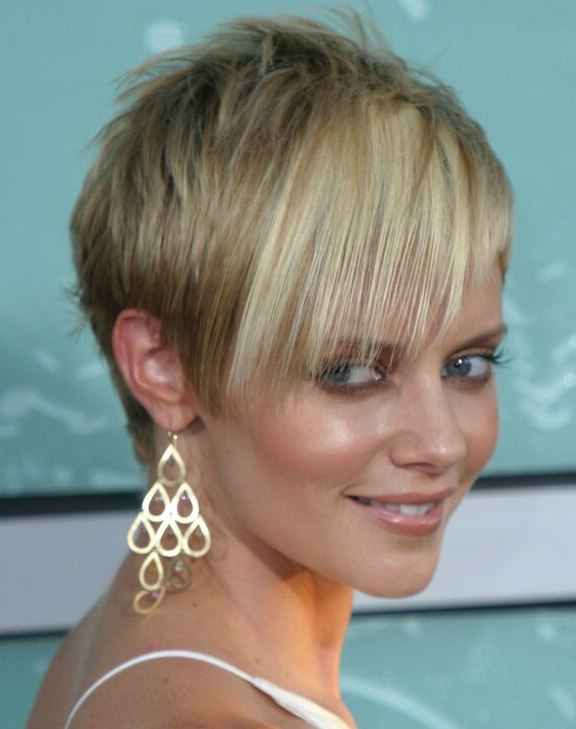 Pixie Style And Devil Lock Short Hair Combination For