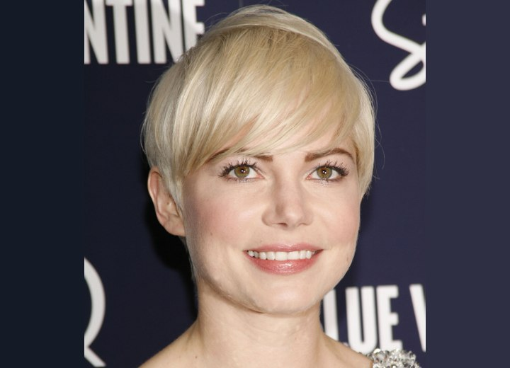 michelle williams short hair 2010. Michelle Williams with short