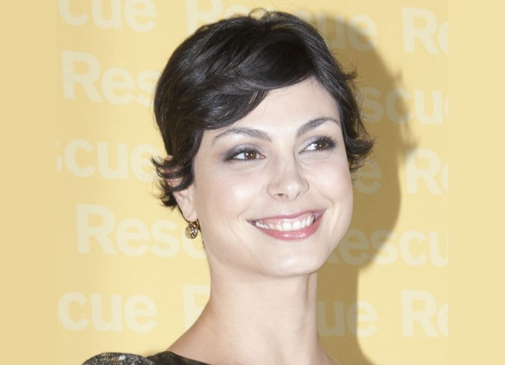 Morena Baccarin's Sexy Short Hairstyle For A Beautiful