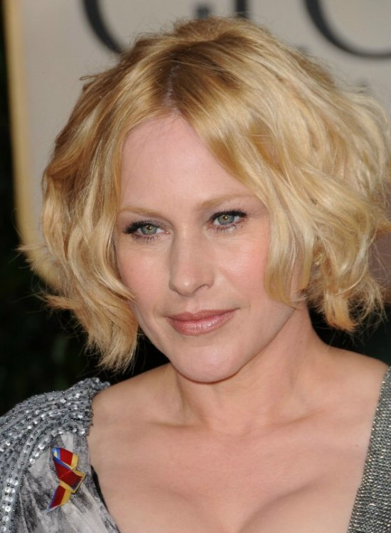 Patricia Arquette S Short Layered Haircut With Curls