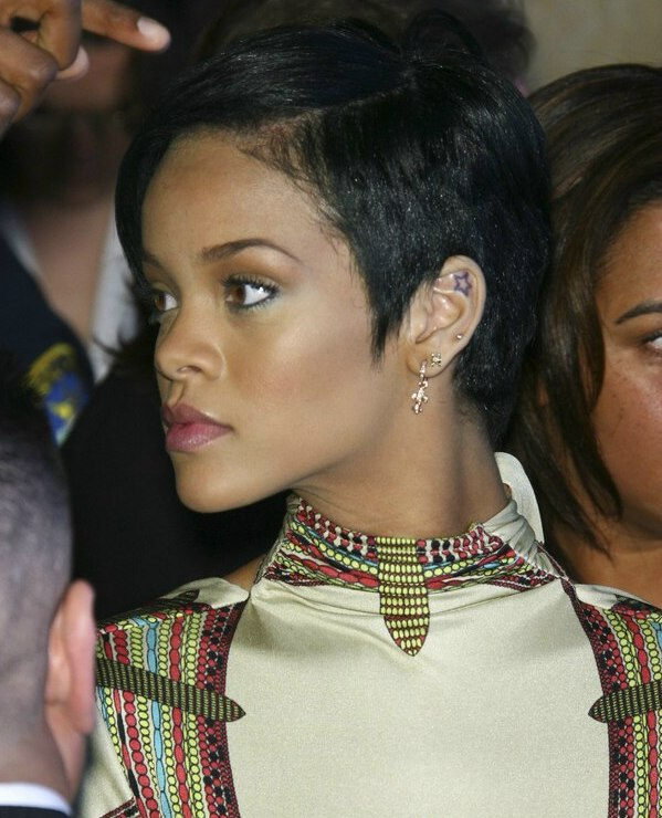 Rihanna S Hair In A Short Cropped Style And Contoured