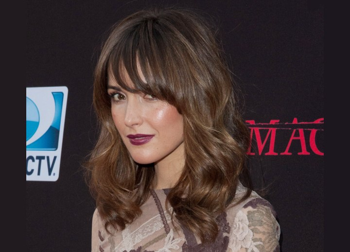 Rose byrne wearing her long hair with a zigzag wave and pieced bangs rose byrne with her hair styled into a zigzag wave urmus Choice Image