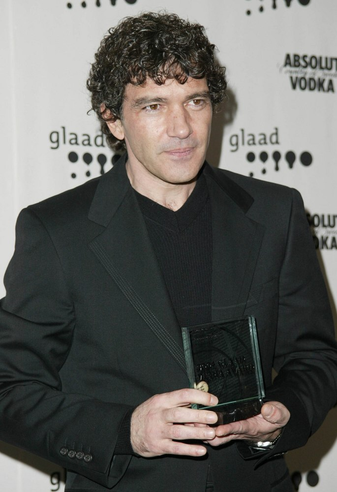 Antonio Banderas Men S Hairstyle For Thick Hair And