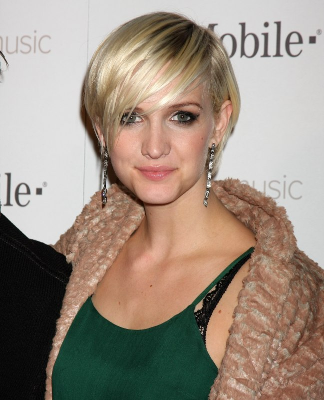 How to cut ashlee simpsons new short haircut ashlee simpson with short hair urmus Gallery