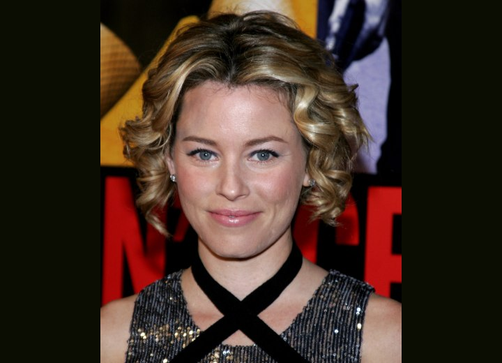 Elizabeth Banks - Short hairstyle with sausage curls