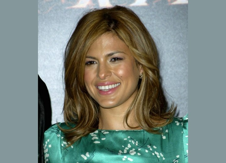 Eva Mendes - Hairstyle with the ends of the hair tilted up