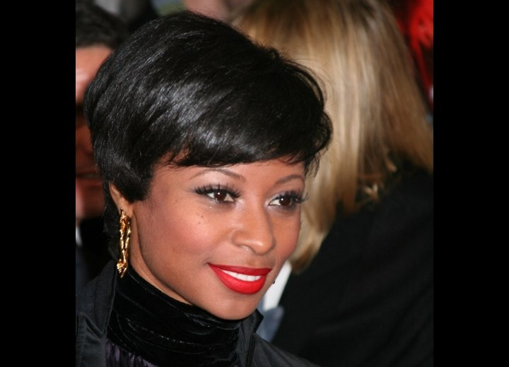 Fatima Robinson - Short hairstyle with a clipped up neck