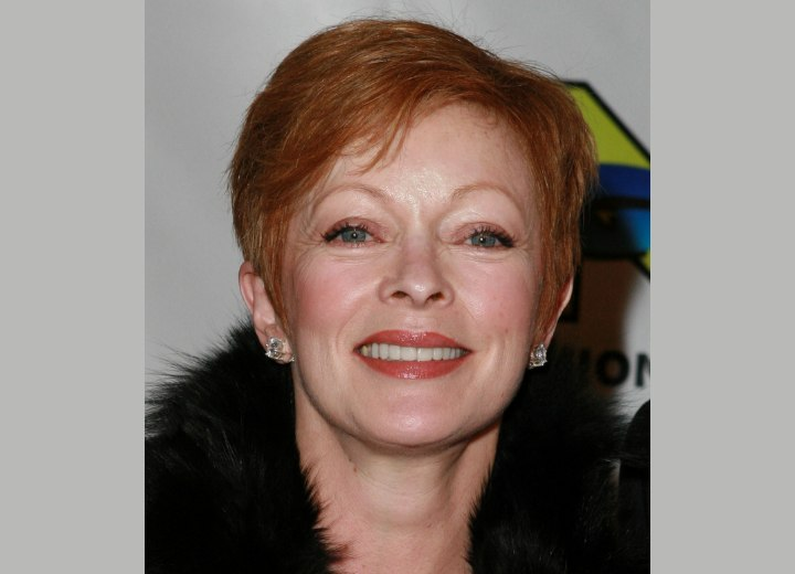 Frances Fisher - Short hairstyle for busy ladies