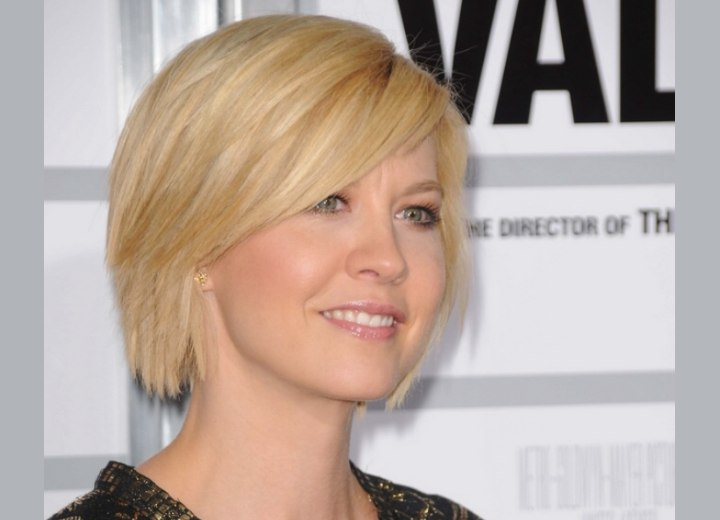 Jenna Elfman with short hair an...